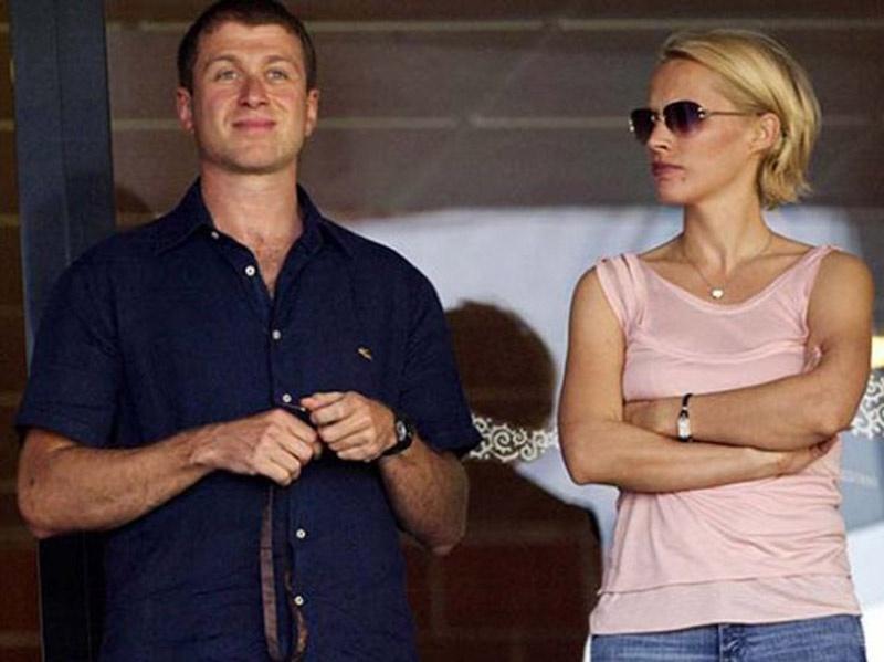 Развод Романа иИрины Абрамовичсостоялся в2007 годуиобошелся Абрамовичу в300 миллионов долларов иоплату всех расходов детей.