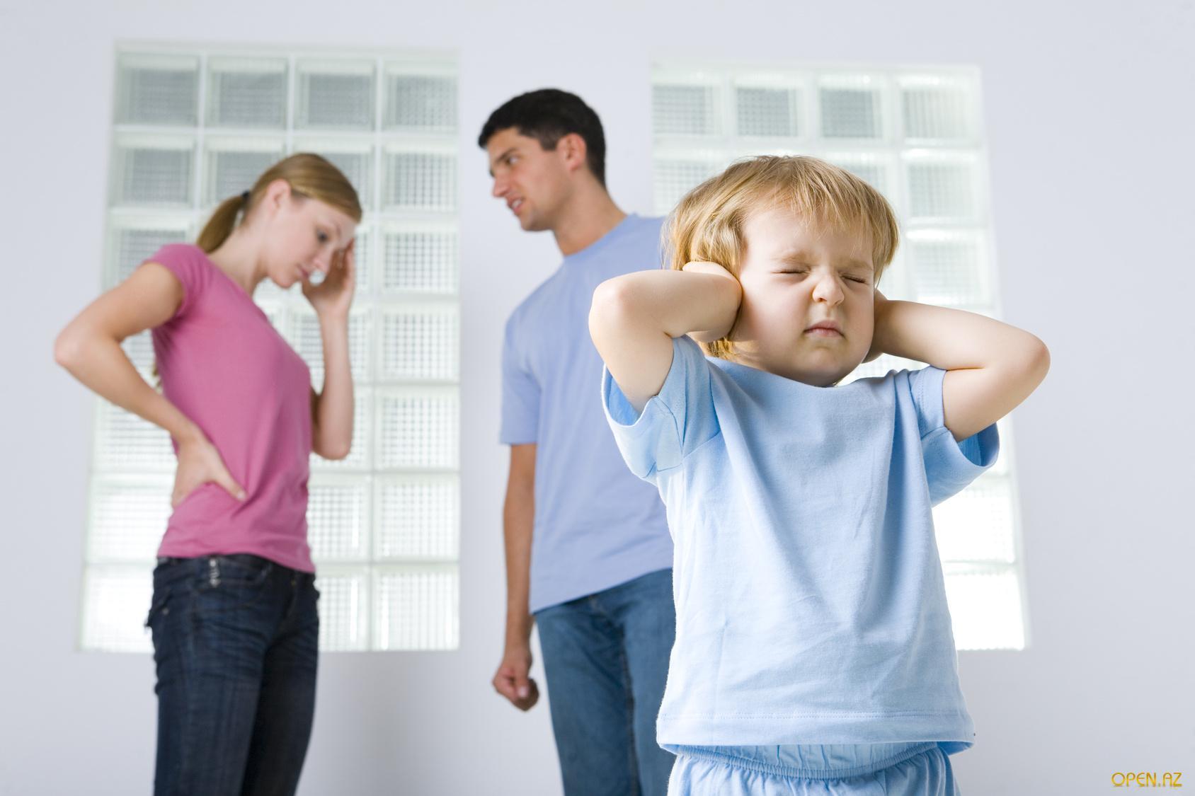 Можно заявить требование провестираздел совместно нажитого имуществаи (или) определить, с кем из родителей после развода должен остаться несовершеннолетний ребенок