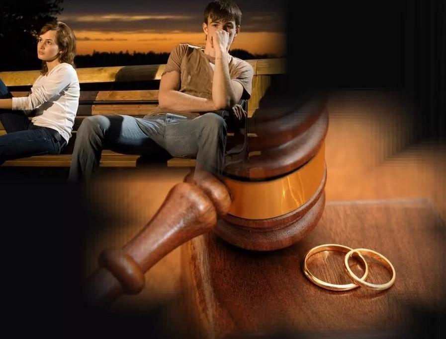 Можно выбрать расторжение брака без присутствия обоих сторон, или же с непосредственным участием