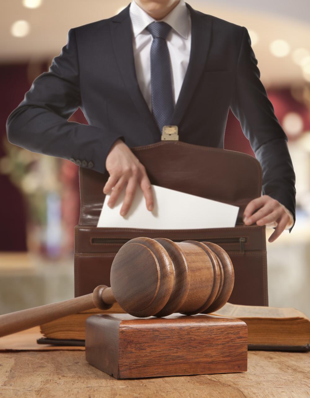 Если права нарушены, если они важны, обращаться в суд надо. То же самое касается взыскания причиненного материального вреда. Иначе нарушитель подумает, что так можно поступать и дальше.