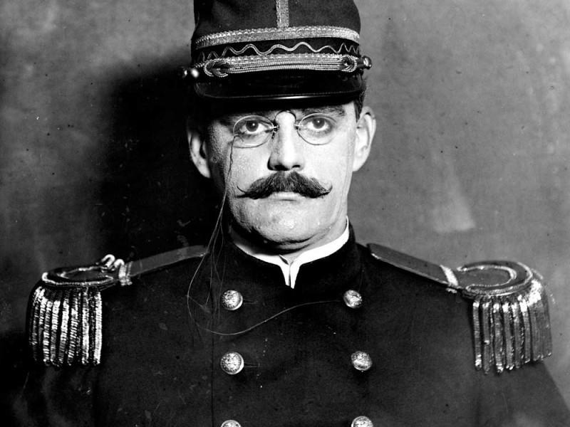 Альфред Дрейфус, офицер французского Генерального штаба, еврей родом из Эльзаса.