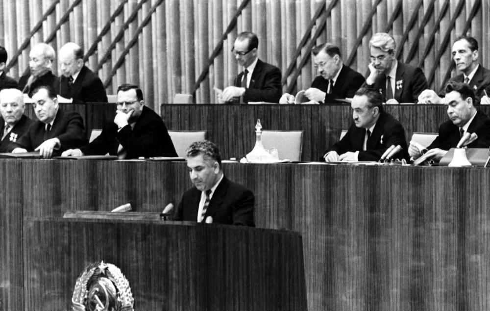 Вэли Ахундов летом 1959 года был назначен на пост первого секретаря ЦК компартии Азербайджана.